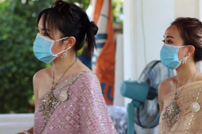 ชาวไทยร่วมสวมหน้ากากต่อสู้โควิด-19