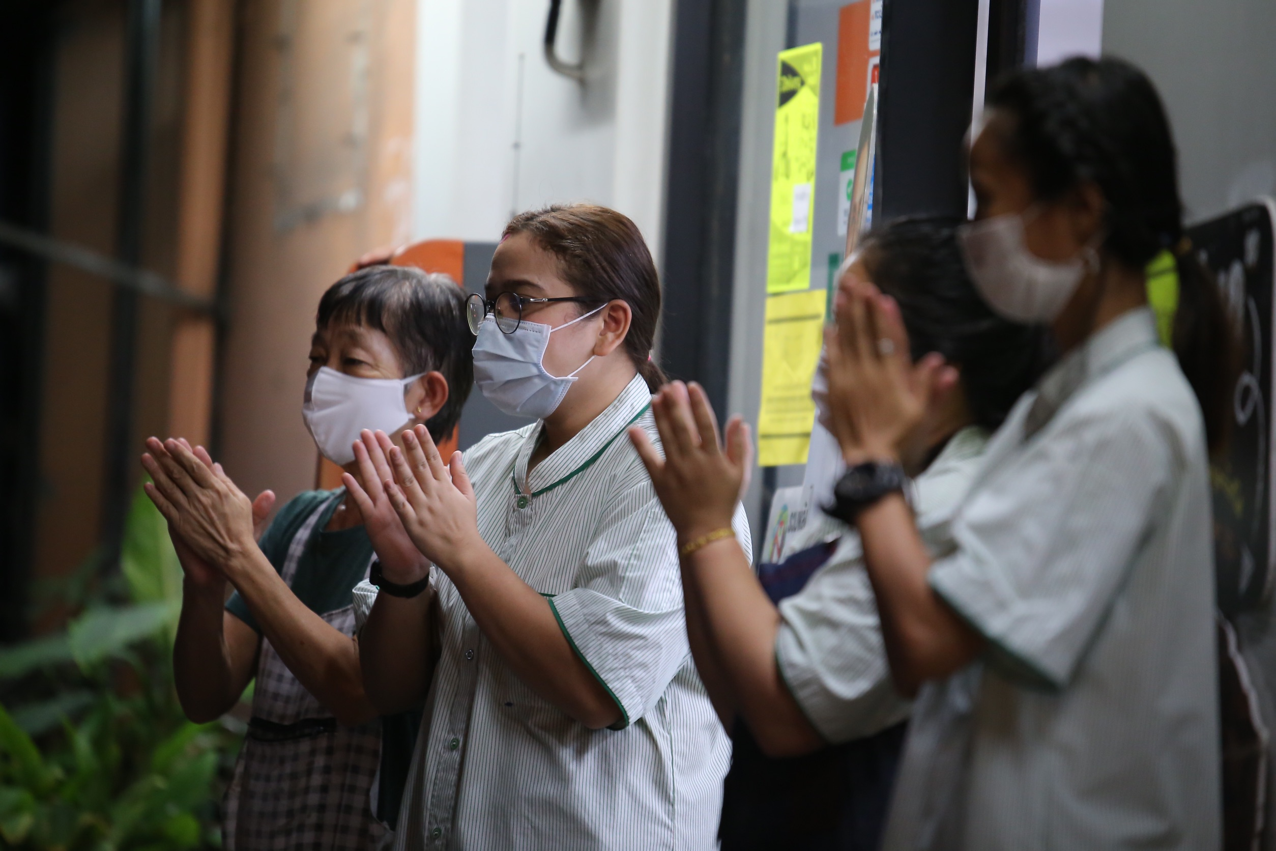 ประชาชนปรบมือให้กำลังใจบุคลากรทางการแพทย์ | 29 มี.ค. 63