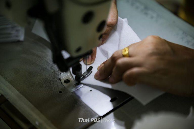 ปรับธุรกิจชุดนักเรียน เปลี่ยนเป็นการผลิตหน้ากากอนามัย | 10 เม.ย. 63