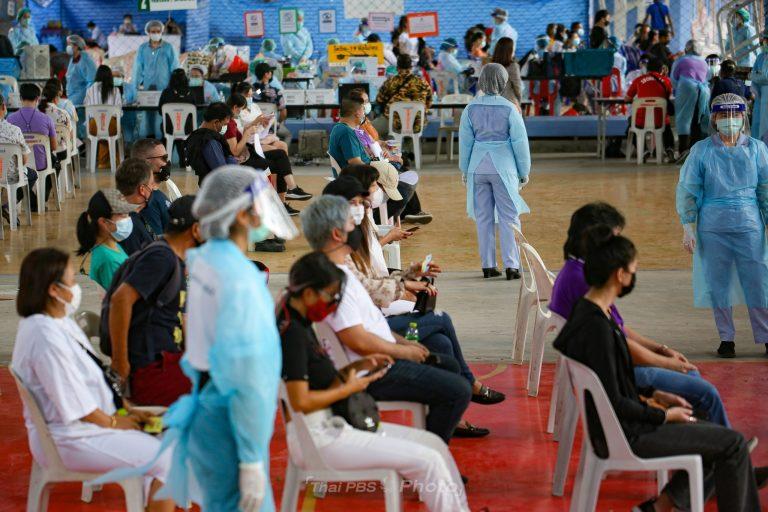 กทม.เดินหน้า! ฉีดวัคซีนกับผู้ให้บริการสถานบันเทิงย่านทองหล่อ | 8 เม.ย. 64